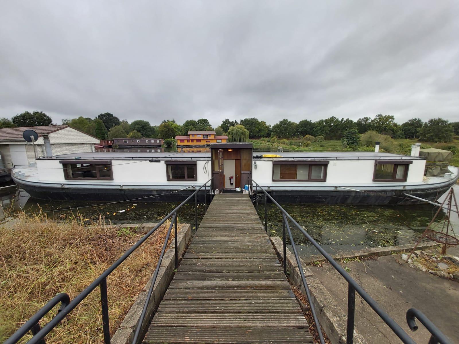 Stuwweg 10 | Room on houseboat | Maastricht